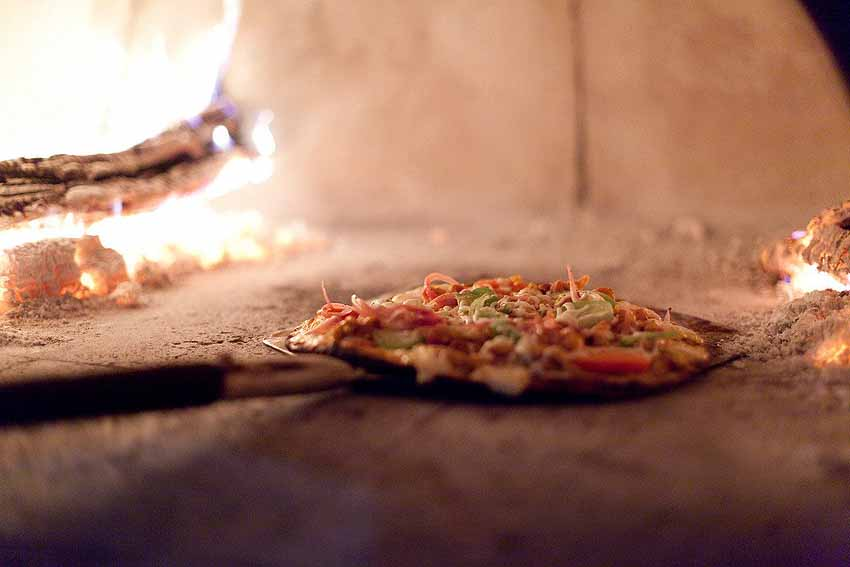 The pizza is hot at Bar Esquina - photo Bahia Hotel