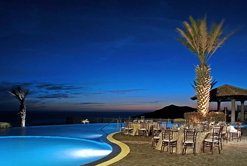 Sky pool at night - photo Pueblo Bonito Sunset Beach