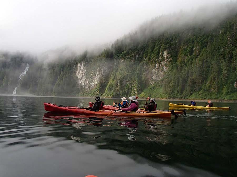 Kayaking in the mist - photo Un-Cruise Adventures