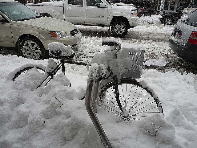 Vancouver snow days - Bicycle in the snow