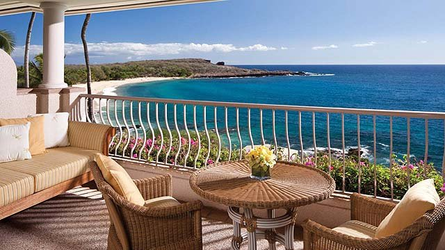 Spacious balcony for relaxing - photo Four Seasons Lanai