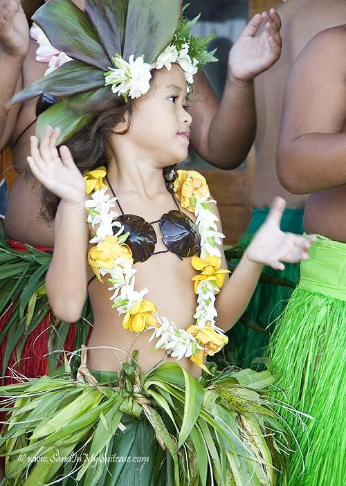 Tahiti - dancing girl
