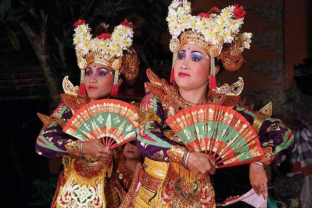 Two Balinese dancers