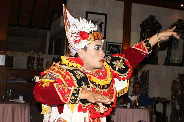 Balinese dancing - photo Puri Mas