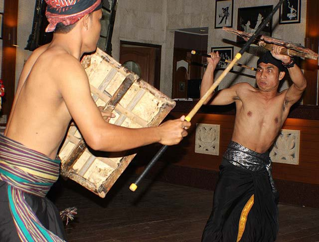 Sasak stick fighting - photo Puri Mas