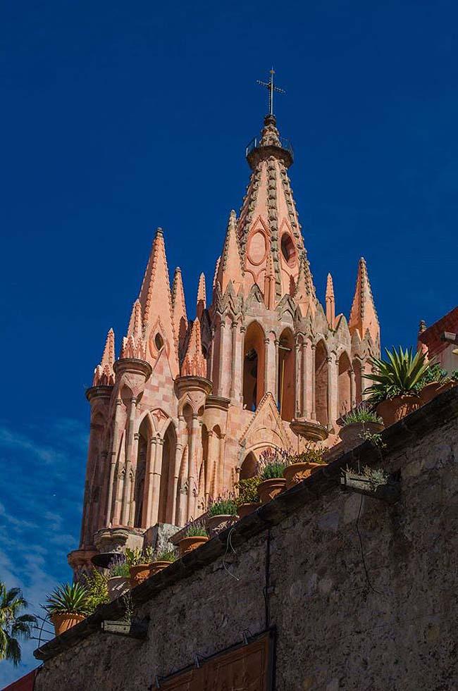 travel to San Miguel de Allende - La Parroquia - photo Rosewood San Miguel de Allende