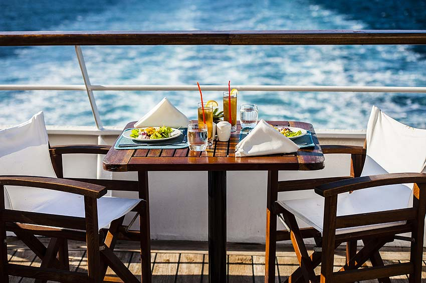 "Dining alfresco on the ""Aegean Odyssey"" - photo Voyages to Antiquity"