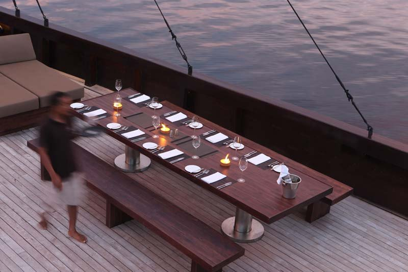 Alila Purnama - dining on deck