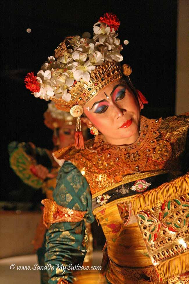 A LeGong dancer