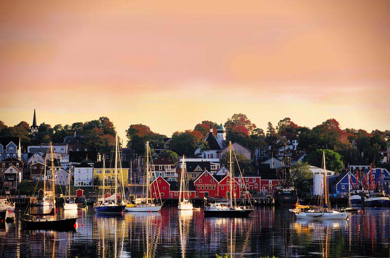 Lunenberg - photo Nova Scotia Tourism