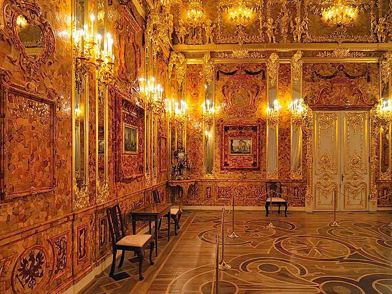 Walls, ceilings, pictures... Everything is made of amber in the Amber Room at Catherine Palace