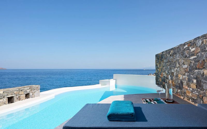 Private pool suites