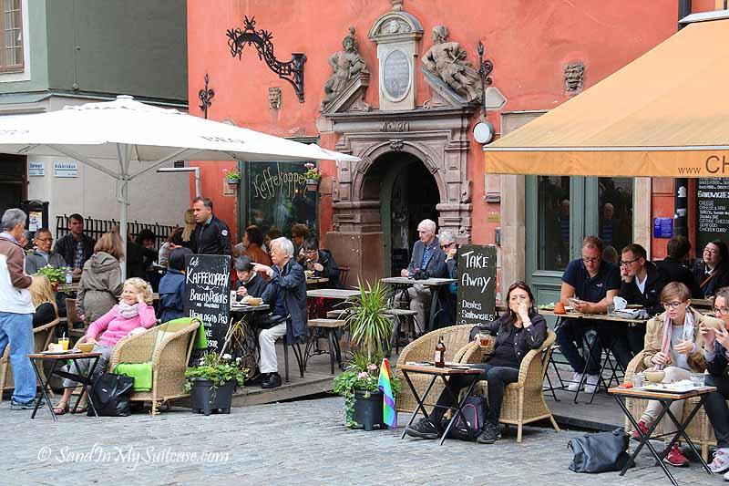 walking gamla stan - cafe