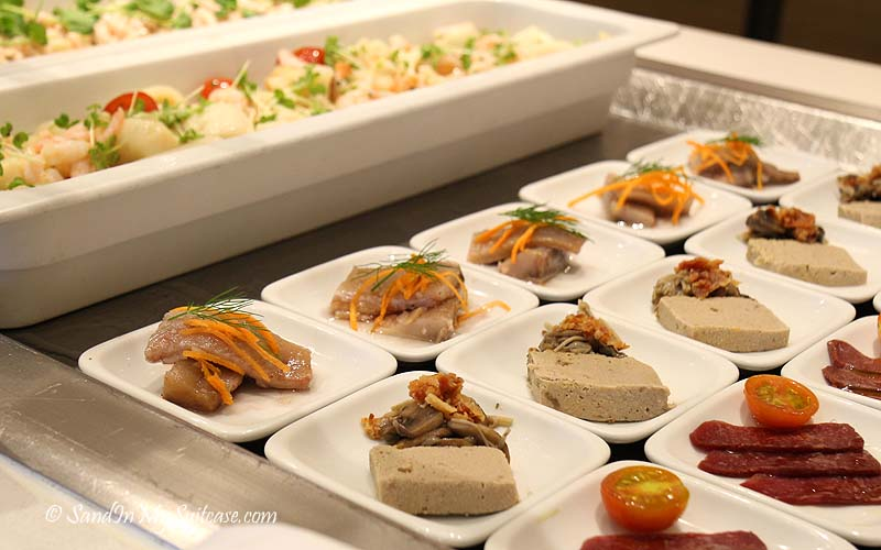 lunch-buffet-appetizers-photo-janice-mucalov