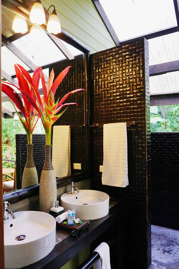 Island Plantation Bocas bathroom