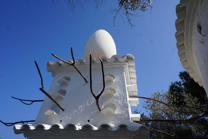 Dali egg sculpture
