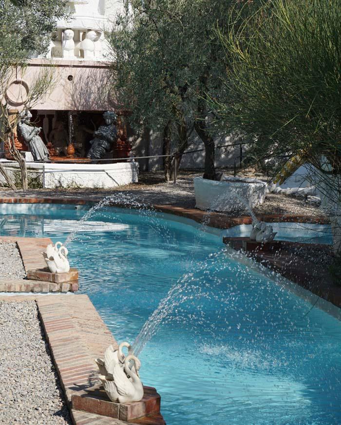 Salvador Dali House pool