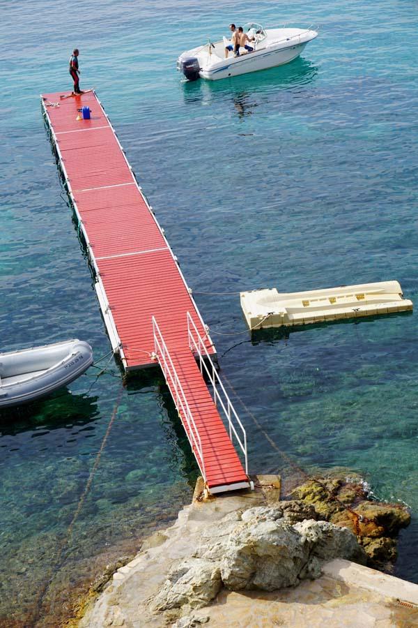 Hotel Vistabella waterskiing