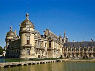 Chateau de Chantilly art