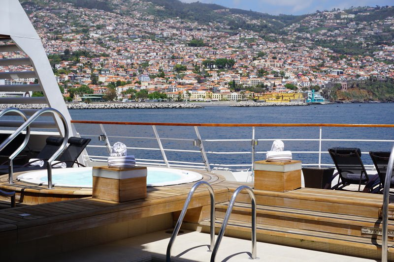 Seabourn Odyssey pool on Deck 5