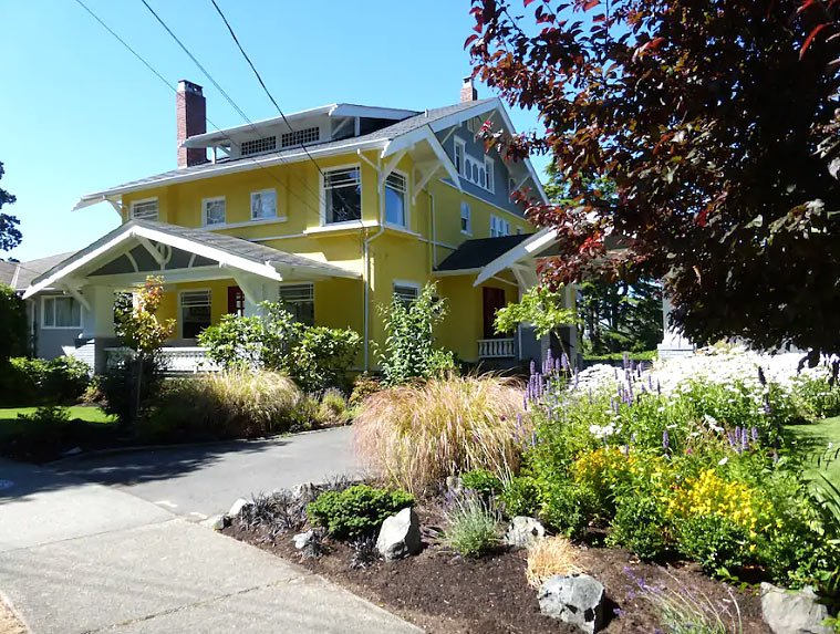 Victoria, BC, Airbnb in Rockland