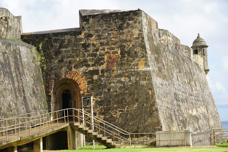 What to do in Old San Juan? Visit the impressive Castillo de San Cristobal.