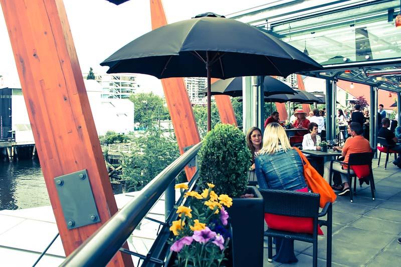 Pier 7 restaurant patio