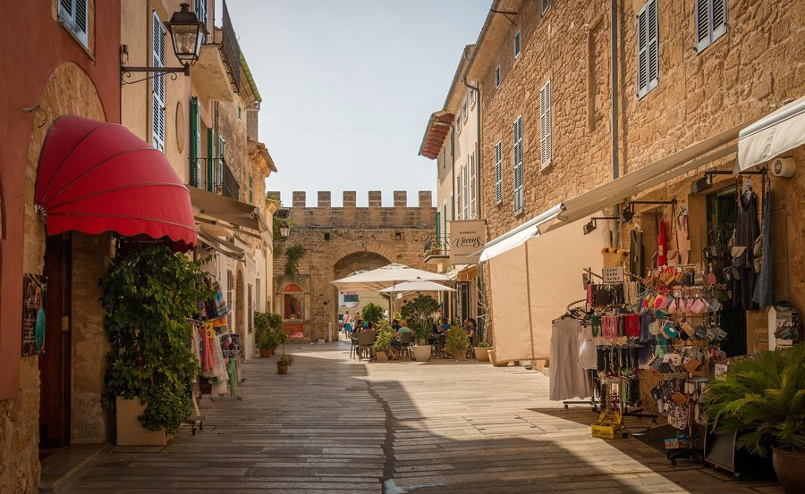 What to do in Mallorca? Visit pretty towns like Alcudia