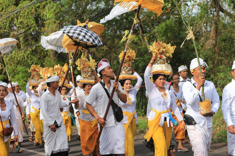 Fun things to do in Bali? Enjoy the Galungan festival