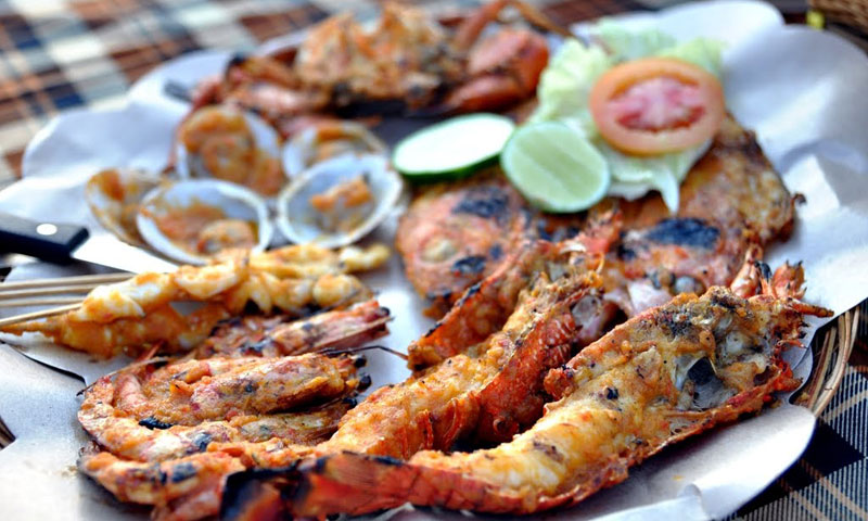 Having a seafood dinner at a Jimbaran Beach restaurant is one of the best things to do in Bali!
