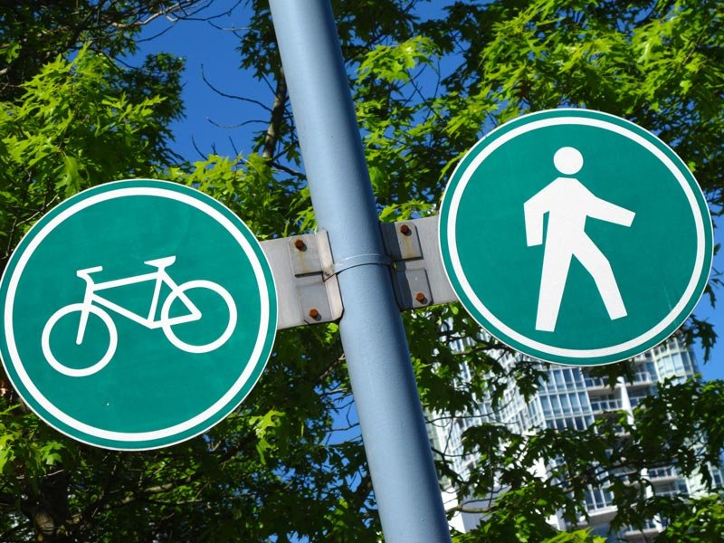 Pedestrians and cyclists each have their own dedicated lanes when biking Stanley Park