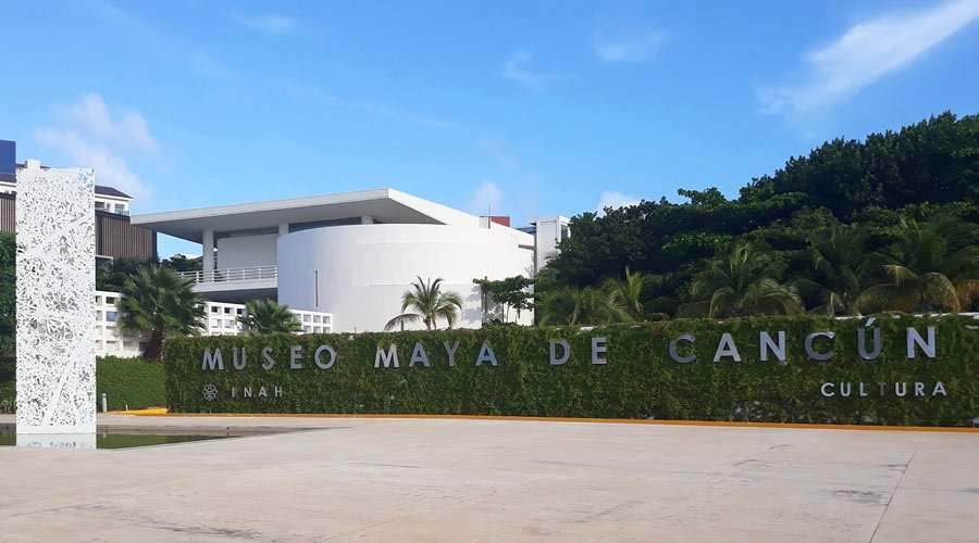 If staying in Cancun, be sure to visit the splendid Museo Maya de Cancun