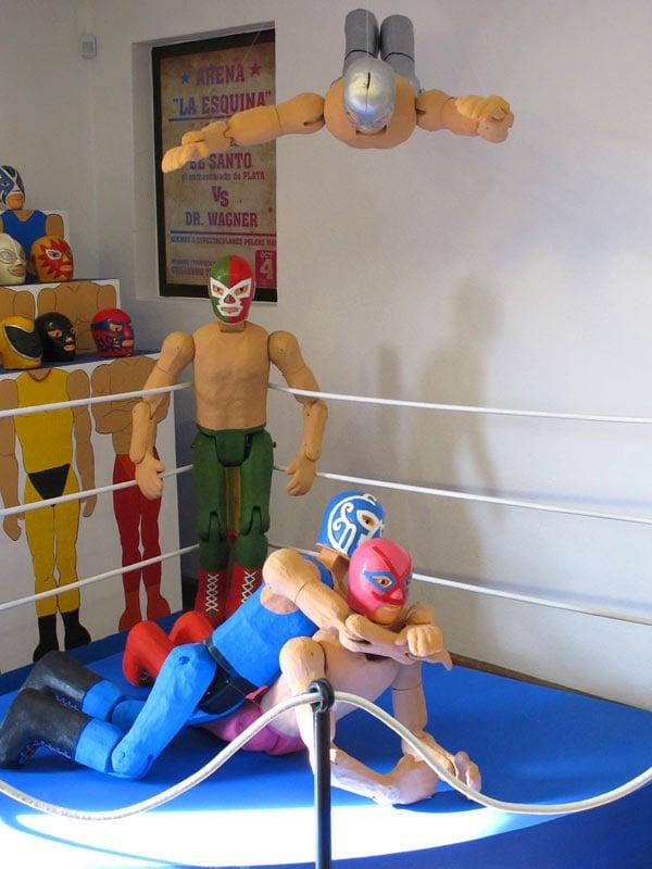 Toy wrestlers at Museo La Esquina, San Miguel de Allende