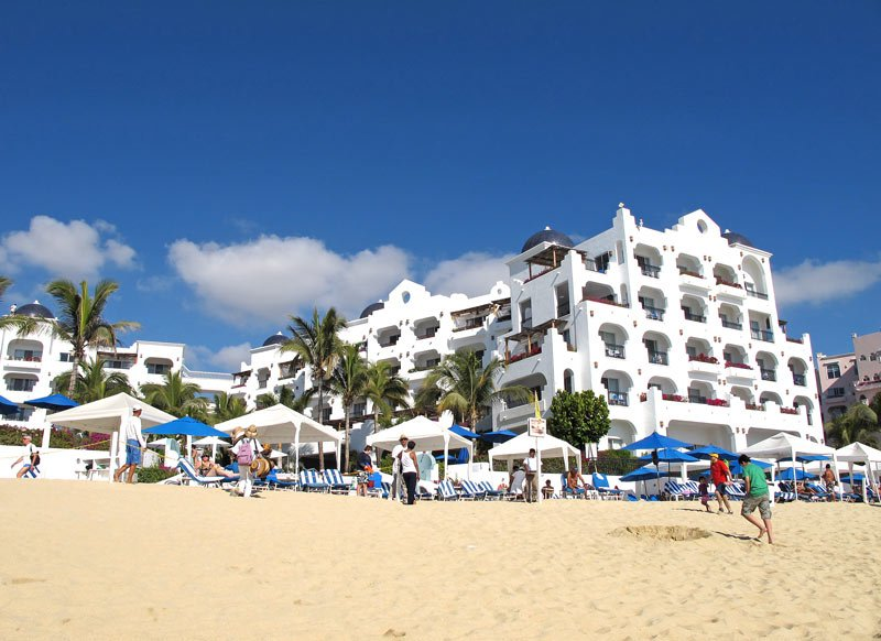 The Pueblo Bonito Blanco is smack dab on beautiful Medano Beach