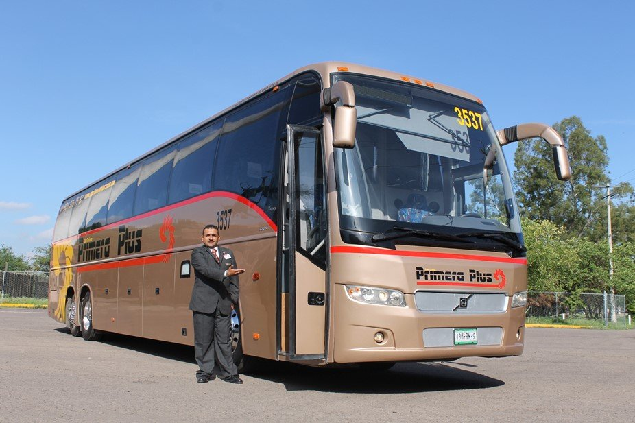 A Primera Plus bus and driver