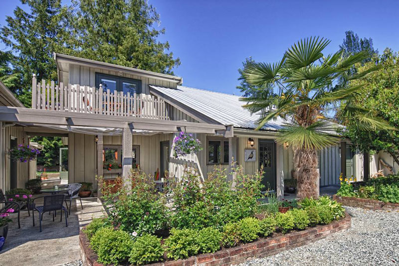 Hedgerow House is a Salt Spring Island B&B located on the edge of Ganges.