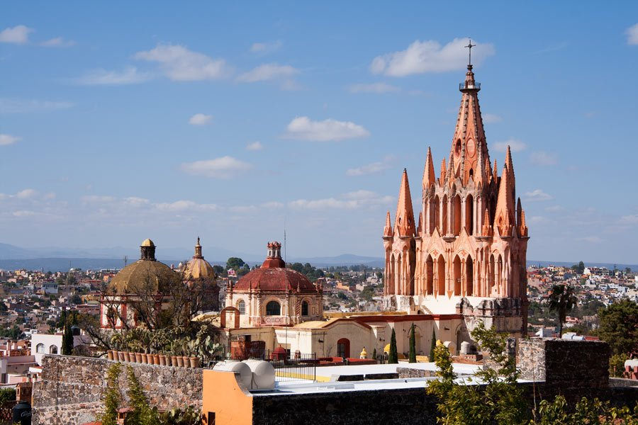 Of all San Miguel de Allende attractions, the Parroquia de San Miguel Arcangel is a highlight