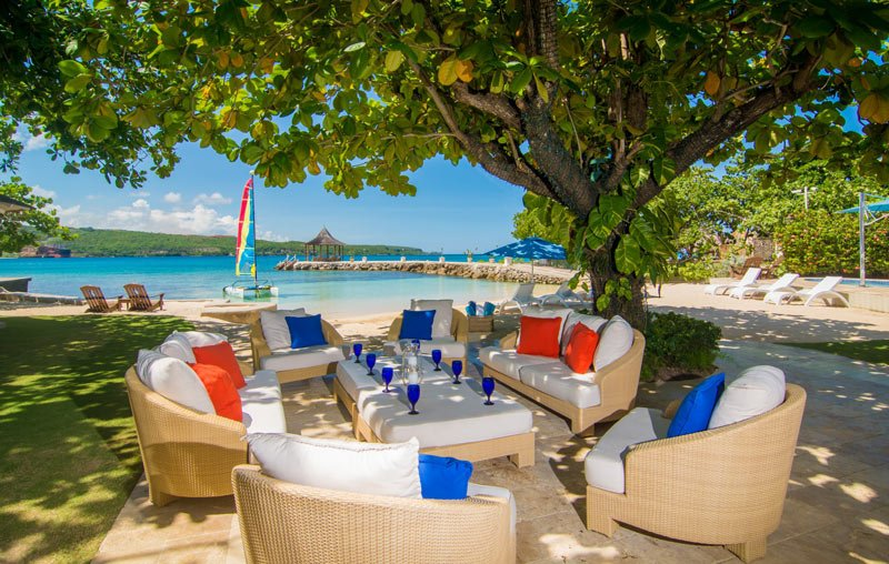 We'd happily book a family reunion at this Jamaica villa rental
