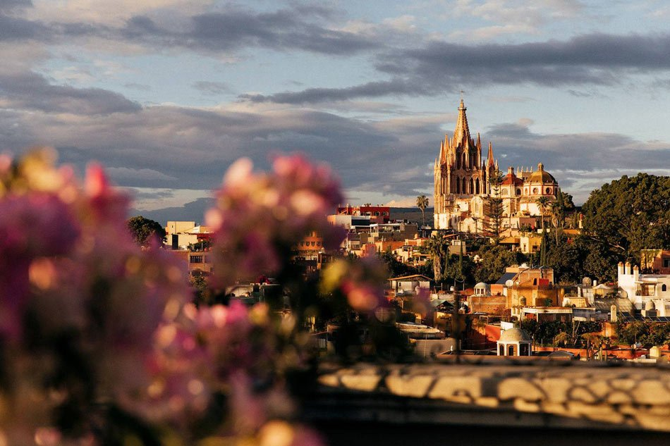 Luna has beautiful views of the pink Parroquia San Miguel de Allende church