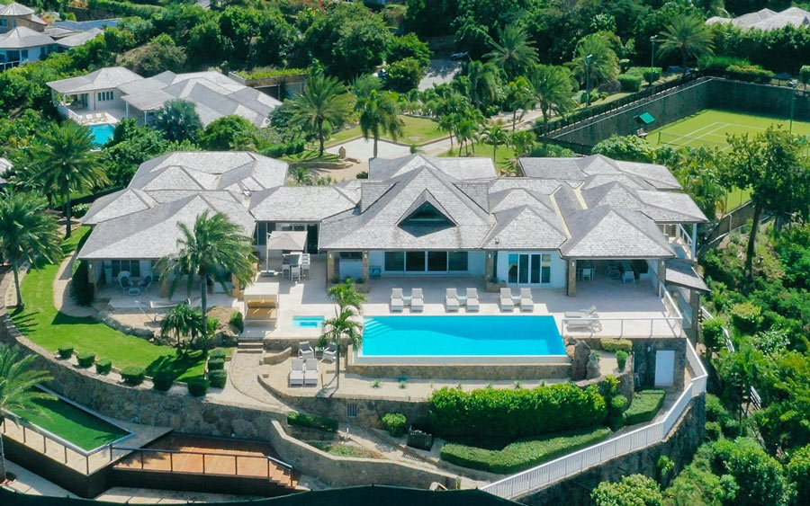 Tennis court, pool, 6 bedrooms and a beach nearby - meet Villa Kathleen on Antigua.