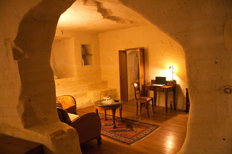 Living room of the Fantasy Cave Suite at Esbelli Evi