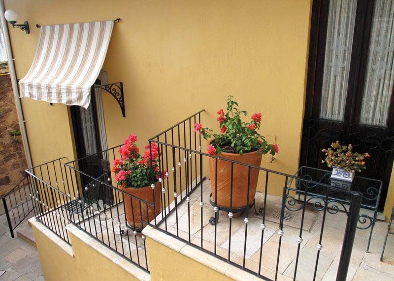 Flowering geraniums decorate the balconies at Quinta Las Acacias