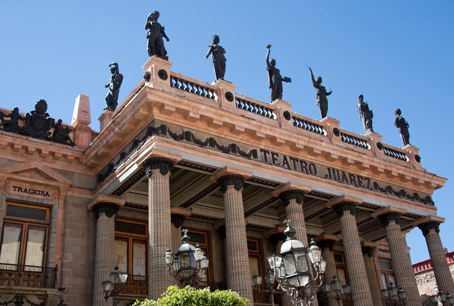 The roof of the Guanajuato Juarez Theater is crowned with eight beautiful bronze statues of the Greek muses.