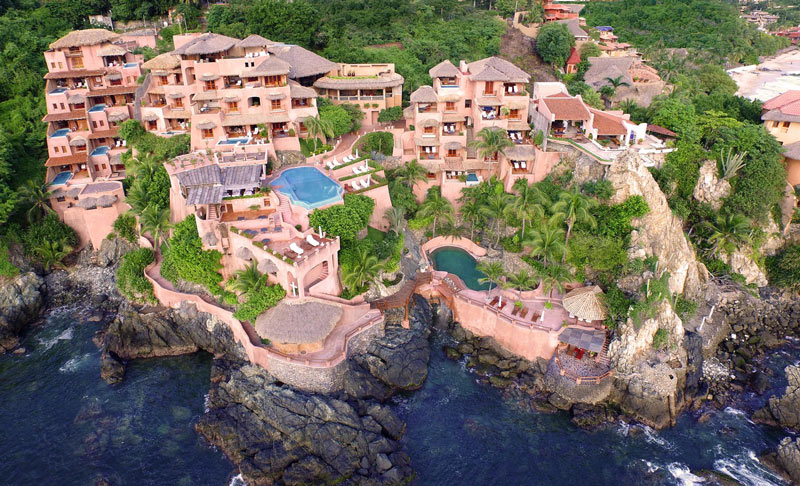 La Casa Que Canta is a romantic hideaway carved into the Zihuatanejo cliffs