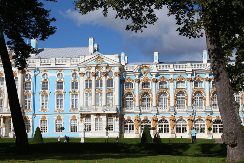It was Empress Elizabeth who turned Catherine Palace into a grandiose summer palace.