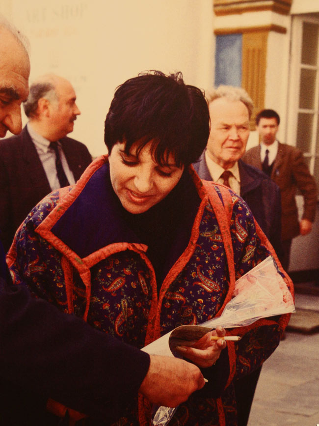 "Liza Minnelli sang the hit Cabaret movie song, ""Money Makes the World Go Round,"" at a concert in St. Petersburg in 1994."