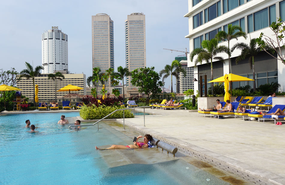 Come on in! The Shangri-La Colombo's rooftop pool is perfect for a late afternoon swim.