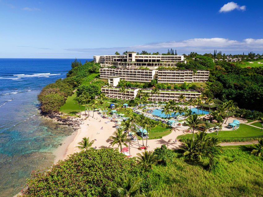 One of the best hotels in Kauai, the Princeville Resort boasts a beautiful beach and an exclusive setting.