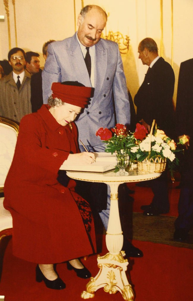 Queen Elizabeth II visited St. Petersburg in 1994.