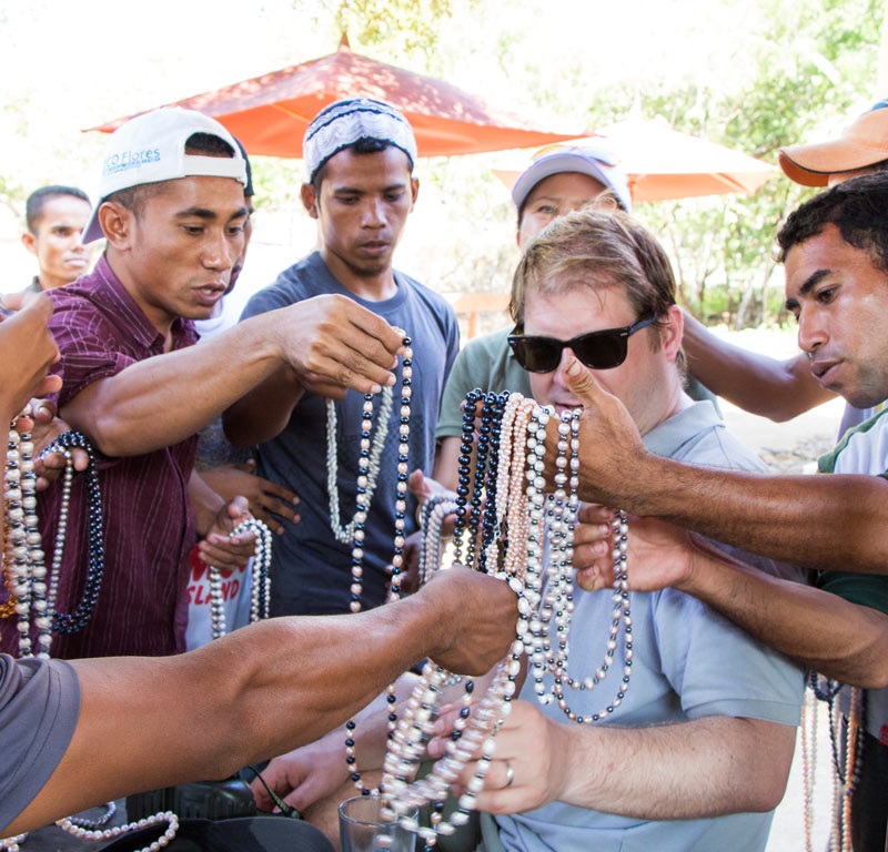 """Real"" pearl necklaces for sale on Komodo Island - for less than $10!"